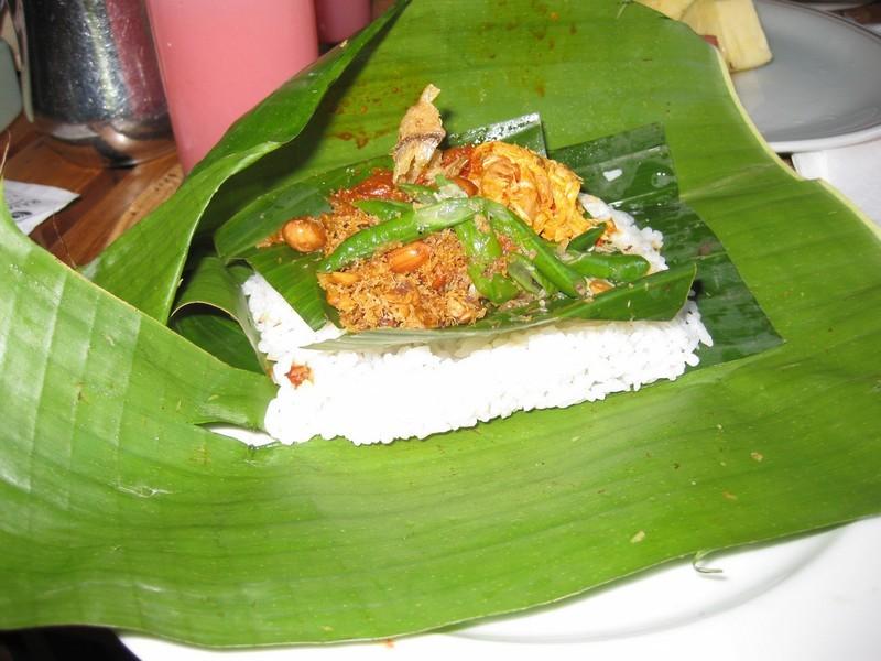Блюдо Наси Цзинго - неотъемлемая часть традиционной кухни на Бали.