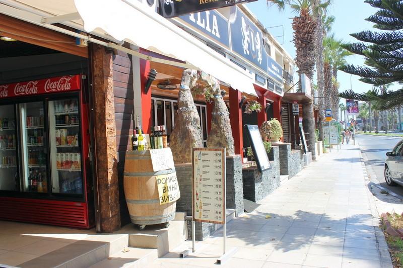 Местные магазинчики и кафе. Кипр. г.Пафос.