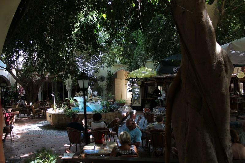 Очень уютное кафе на одной из улочек Кипра.