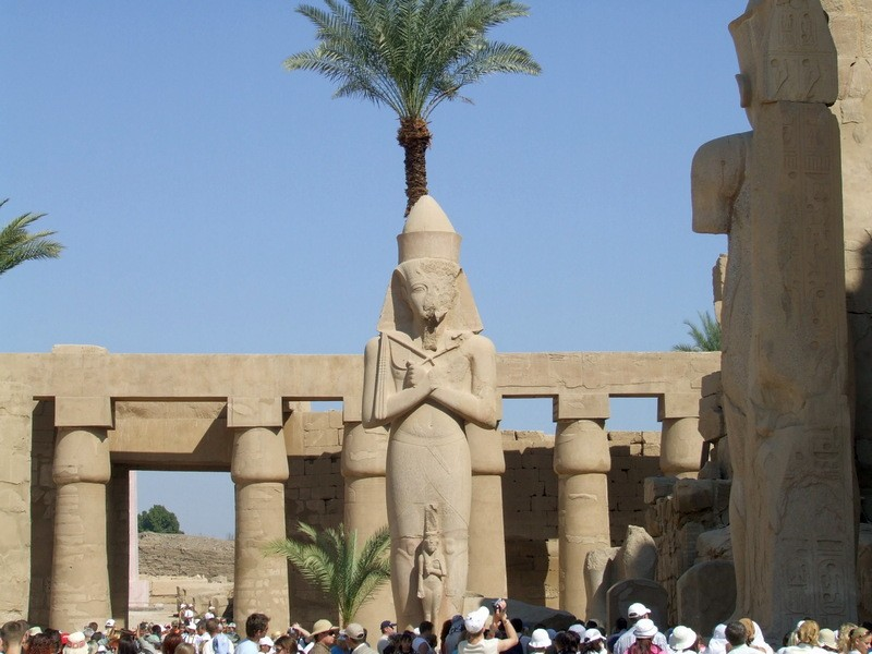 Статуя Рамзеса II. Египет  / Луксор Египет достопримечательности / ketvilz.ru