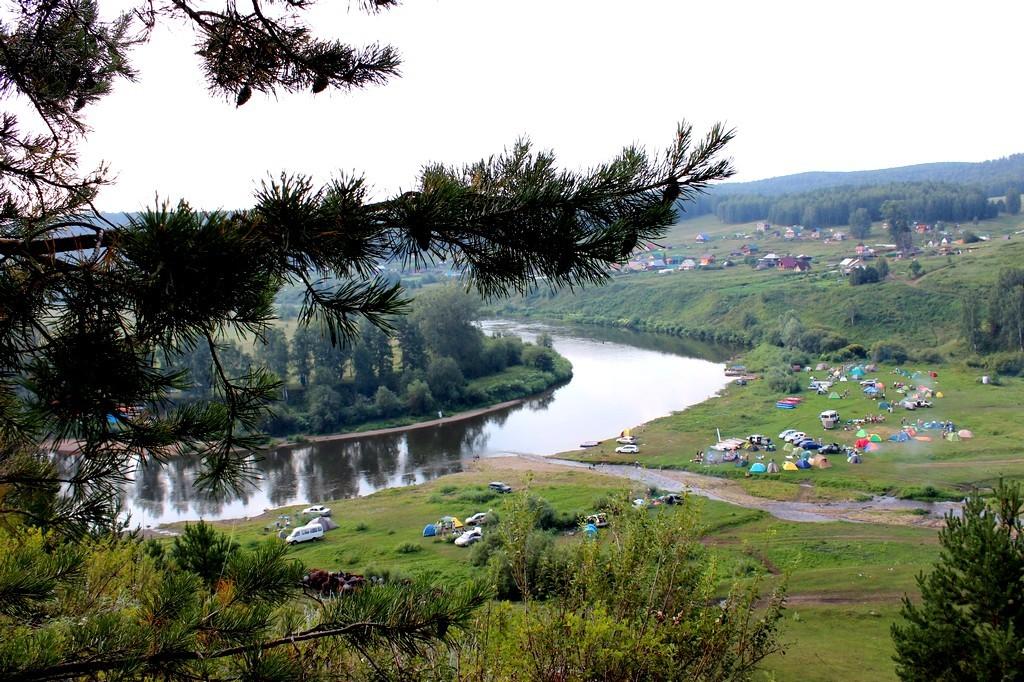 На фоне реки Ай / Достопримечательности реки Ай / ketvilz.ru