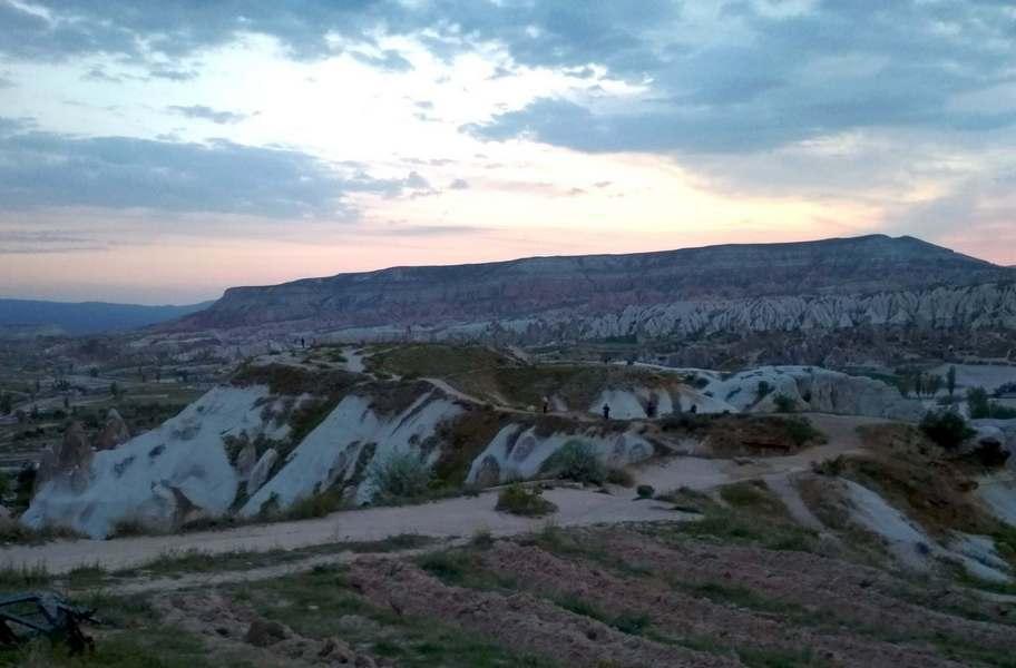 Долина Гёреме ра рассвете, Каппадокия, Турция / / Чем интересна Каппадокия / ketvilz.ru