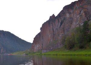 Скала Ласын-Таш (соколиный камень), р.Ай  / Достопримечательности реки Ай / ketvilz.ru