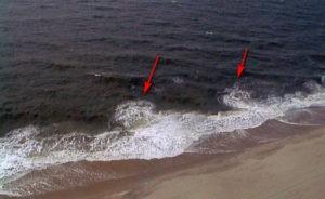 Тягун. Именно здесь может затянуть и унести в море / что делать, если волна уносит в море / ketvilz.ru