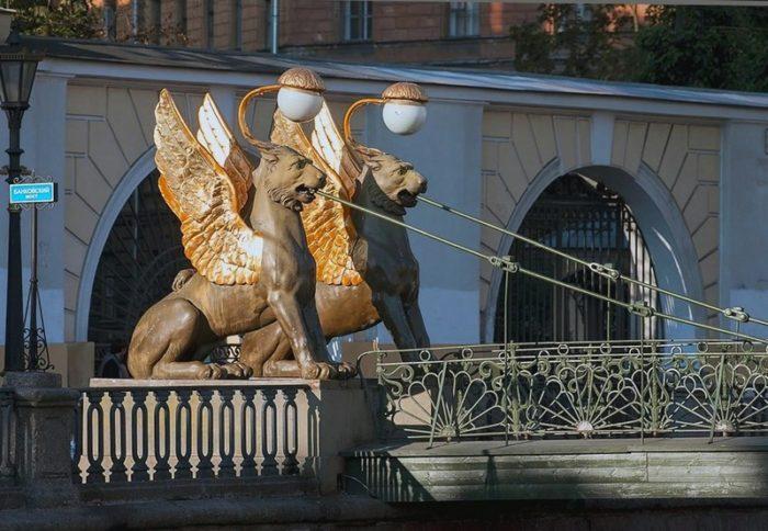 Банковский мост, грифоны / где в Санкт-Петеррбурге можно загадать желание / ketvilz.ru