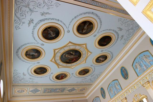 Потолок одной из комнат в Екатерининском дворце / Екатерининский дворец Санкт-Петербург экскурсия / ketvilz.ru