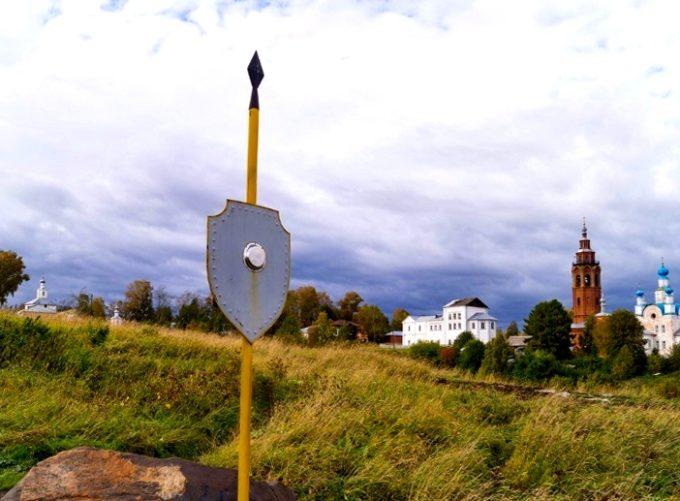 Камень со следом богатыря Полюда, г. Чердынь / ketvilz.ru