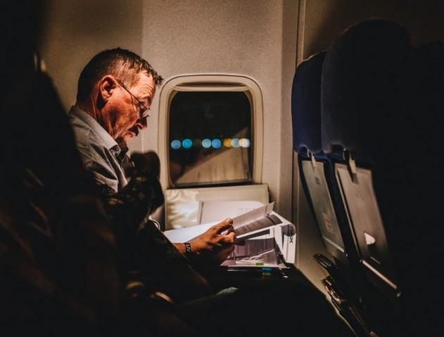 Чтение - отличный вариант скрасить полёт / ketvilz.ru